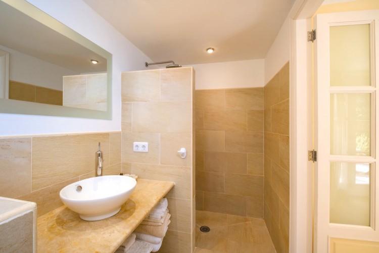 Villa in Calvia available on Nano Mundo today; image 23